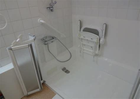 si鑒e baignoire baignoire pour personne handicapee 28 images salle de bain personne handicap 233 e baignoire pour personne handicap 233 e annonce pertuis si