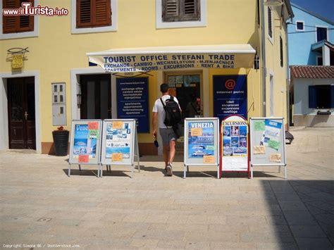 Ufficio Turismo Croazia L Ufficio Turismo A Fazana Croazia Foto Fazana