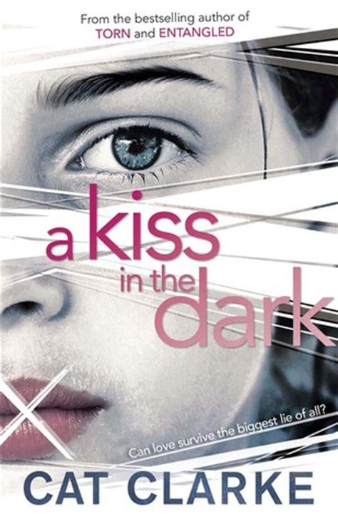 kiss   dark  cat clarke