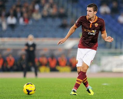 Strootman will eventually join Manchester United, says ...