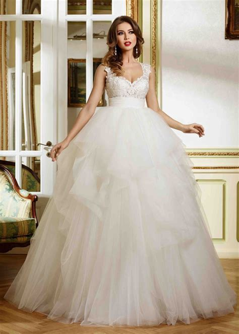 Sweetheart Neckline Ivory Lace Tulle Uneven Full Length