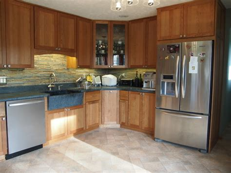 42 inch kitchen cabinets 8 foot ceiling what molding do you on craftsman shaker style cabinets 9687