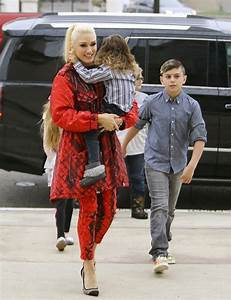 Gwen Stefani Heads to Sunday Service | Celeb Baby Laundry