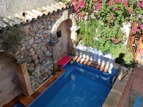 bougainvillea überwintern im wohnzimmer ferienhaus gro 223 es stadthaus mit pool in capdepera capdepera frau waltraud hick