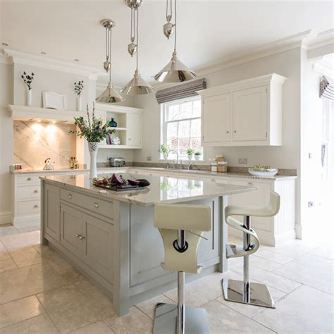 beautiful kitchens with islands choose classic elegance kitchen islands that really work