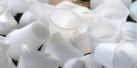 Ladario Con Bicchieri Di Plastica by Pupazzi Di Neve Con I Bicchieri Di Plastica Strambafamiglia