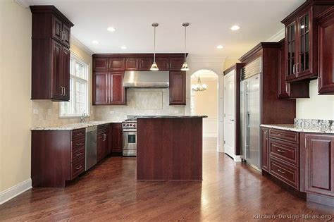 kitchen floors with cherry cabinets 89 best cherry color kitchens images on 8095
