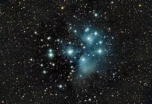 Pleiades Star Cluster Sparkles in Amazing Stargazer Photo