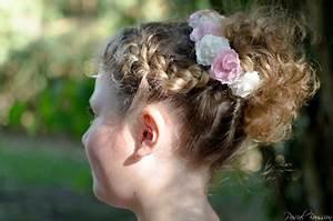 Couronne De Fleurs Mariage Petite Fille : coiffure petite fille mariage avec couronne de fleurs ~ Dallasstarsshop.com Idées de Décoration