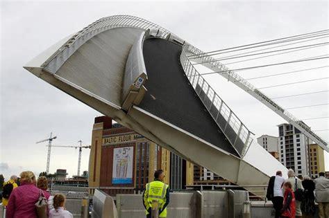 gateshead millennium bridge tilting bridge  england