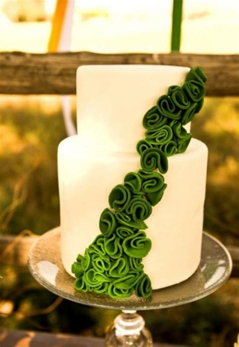 trendy emerald green wedding ideas weddingomania