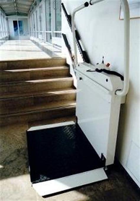 chaise roulante occasion suisse occasion montescal suisse monte escalier 233 l 233 vateur vertical monte personne