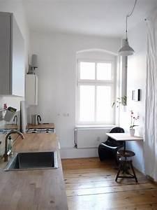 Einrichtung Kleine Wohnung : schlichte gem tliche k chen einrichtung mit gro em fenster ~ Watch28wear.com Haus und Dekorationen