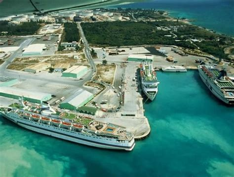Where do cruise ships dock in freeport bahamas