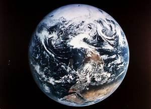 File:EARTH, AS SEEN BY ASTRONAUTS EUGEN CERNAN, RONALD ...
