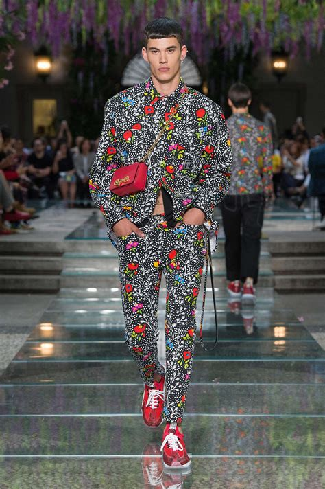 versace spring summer 2019 men s collection the beep