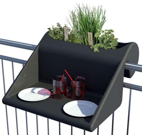 bronzez en travaillant balkonzept le bureau 224 accrocher sur votre balcon