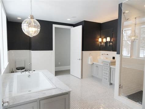 Black And White Bathroom With Purple Accents