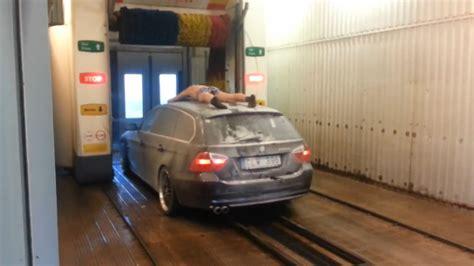 laver ses sieges de voiture se faire laver avec sa voiture à la station de lavage