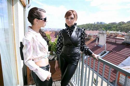 Gloriuos Analed Lady In Leater Latex