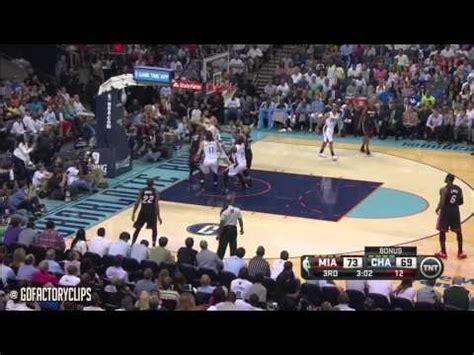 LeBron James survole le Game 4 face aux Bobcats