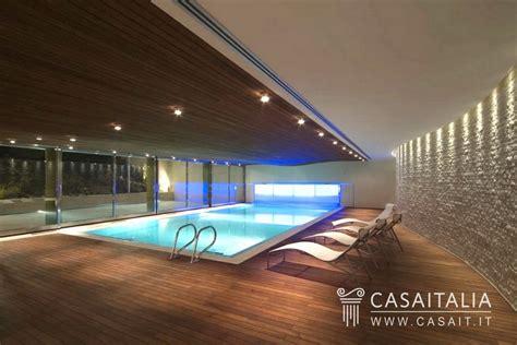 villa con piscina interna ville e casali in vendita