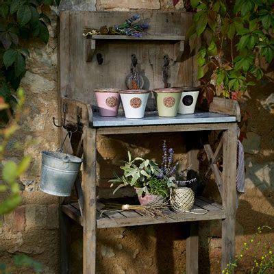Wohnung Mit Garten Oder Terrasse In Bergkamen by Wohnstile Landhausstil Pflanztisch F 252 R Den Garten Oder