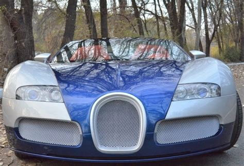 He was probably convinced by the although not shown in the adjacent pictures, the seller mentions his replica comes with a functional rear wing as a way to echo the real deal. Wat klopt er niet aan deze Bugatti Veyron? - Hartvoorautos.nl