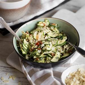 Salat Selber Anbauen : lauwarmer zucchini h hnchen salat mit basilikum pesto ~ Markanthonyermac.com Haus und Dekorationen