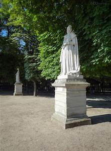 Photos of marie de medicis statue in jardin du luxembourg for Statues de jardin