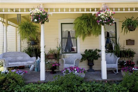 How To Make Your Front Porch Summer-worthy