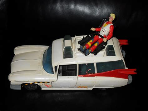 Vintage 1984 Ghostbusters Ecto 1 Toy Car With Figure