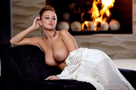 Leanna Decker Is A Girl On Fire At A Tribute To Holly Randall