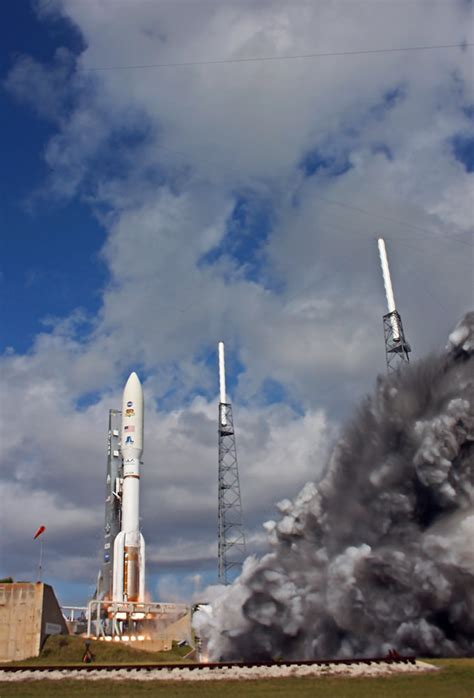 Curiosity Mars Rover Launch Gallery - Photos and Videos ...