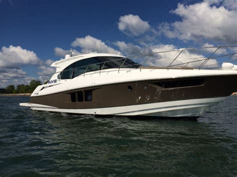 cruisers yachts  cantius   sale