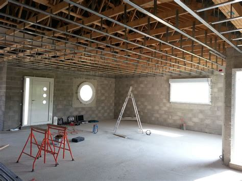 etancheite al air plafond pose des fourrures au plafond et de la membrane optair l isolation et les cloisoins commencent