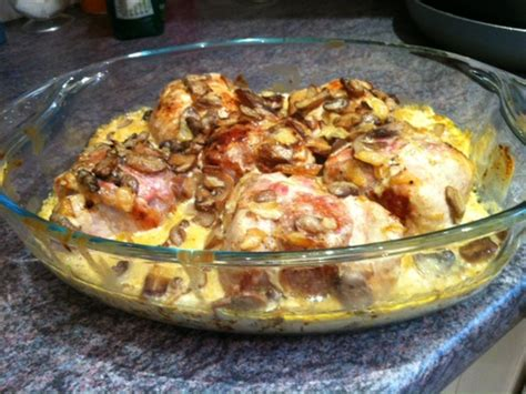 cuisiner paupiettes de porc paupiettes de porc à la crème et aux chignons recette