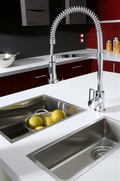 robinet cuisine inox evier de cuisine whirlpool 2 bacs et gouttoir en inox avec robinet mode