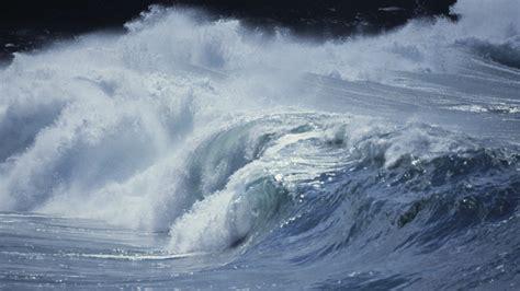 es  tsunami cual es la altura maxima  puede
