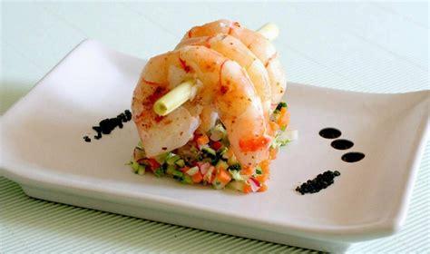 vocabulaire des ustensiles de cuisine grosses crevettes sur tartare de légumes la cuisine de