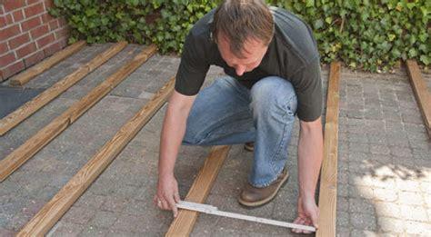 terrassen unterkonstruktion abstand anleitung holz terrasse selbst bauen unterkonstruktion diy info