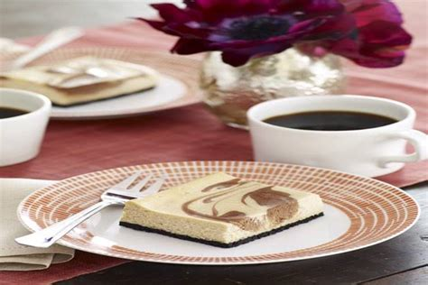 Despite its smaller size, this cheesecake still packs a punch with three layers: 6 Inch Cheesecake Recipes Philadelphia / PHILADELPHIA 3-Step Mini Cheesecakes — The buzz about ...