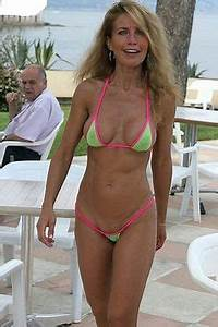 MILF Cougar Mom Wife y Bikini Beach Swimsuit