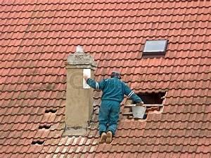 Auf Dem Dach : arbeiter auf dem dach schornstein reparaturen stockfoto colourbox ~ Frokenaadalensverden.com Haus und Dekorationen