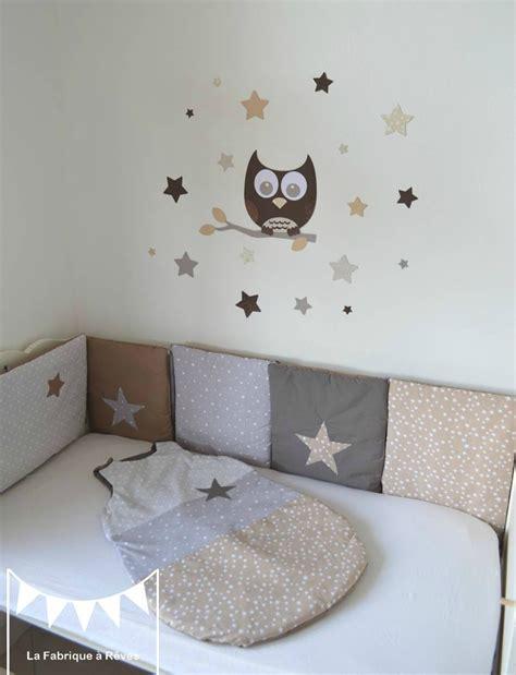 chambre bebe beige gigoteuse turbulette tour de lit étoiles gris beige taupe