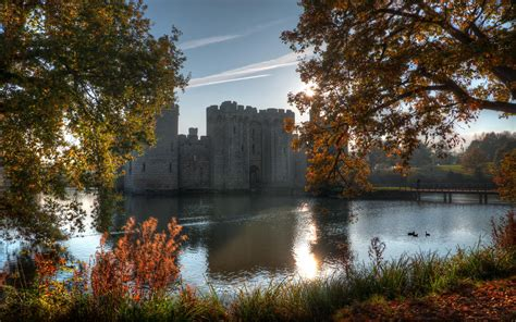 autumn sunshine  bodiam castle hd wallpaper background