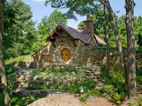 habiter une veritable maison de hobbit
