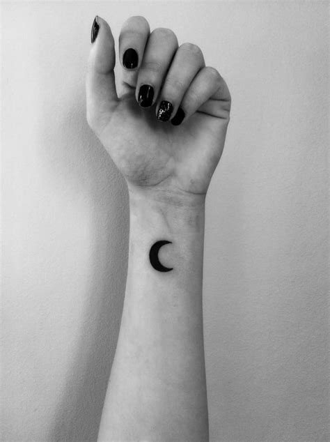 60+ Simple Moon Tattoos Ideas With Meanings