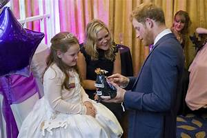 Prince Harry mistaken for a clown by little girl at ...