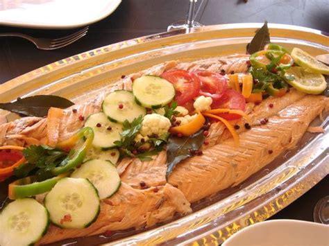 saumon cuisine saumon entier au four sauce au poivre vert la bonne cuisine